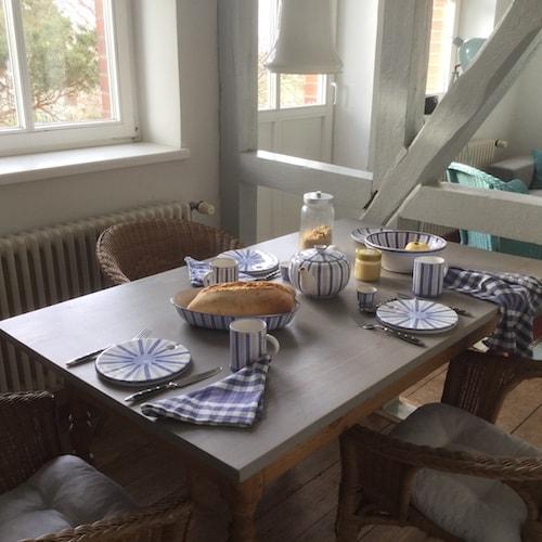 Frühstückstisch mit Fachwerk